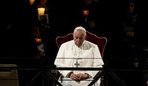 El papa asegura que quien rechaza a los homosexuales 'no tiene corazón humano'
