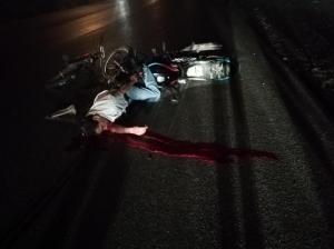 Una motocicleta  lo atropelló