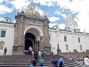 Una iglesia  es leyenda por Cantuña