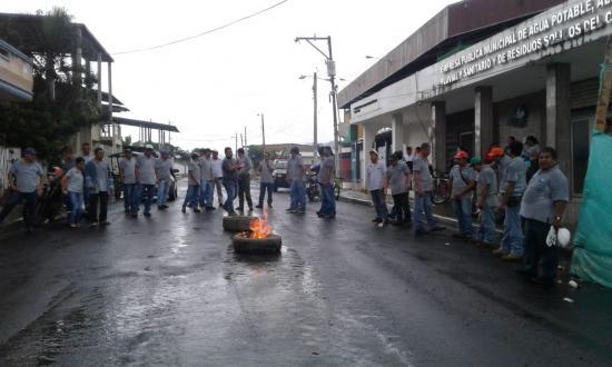 Con paralización, trabajadores de la empresa de agua potable de Paján exigen pagos