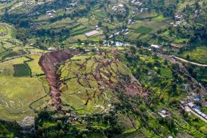 Hallan una explicación física de los deslizamientos de tierra y los volcanes
