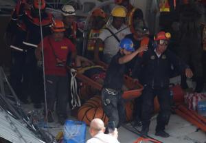 Ascienden a 16 los muertos en el terremoto de 6,1 en el norte de Filipinas