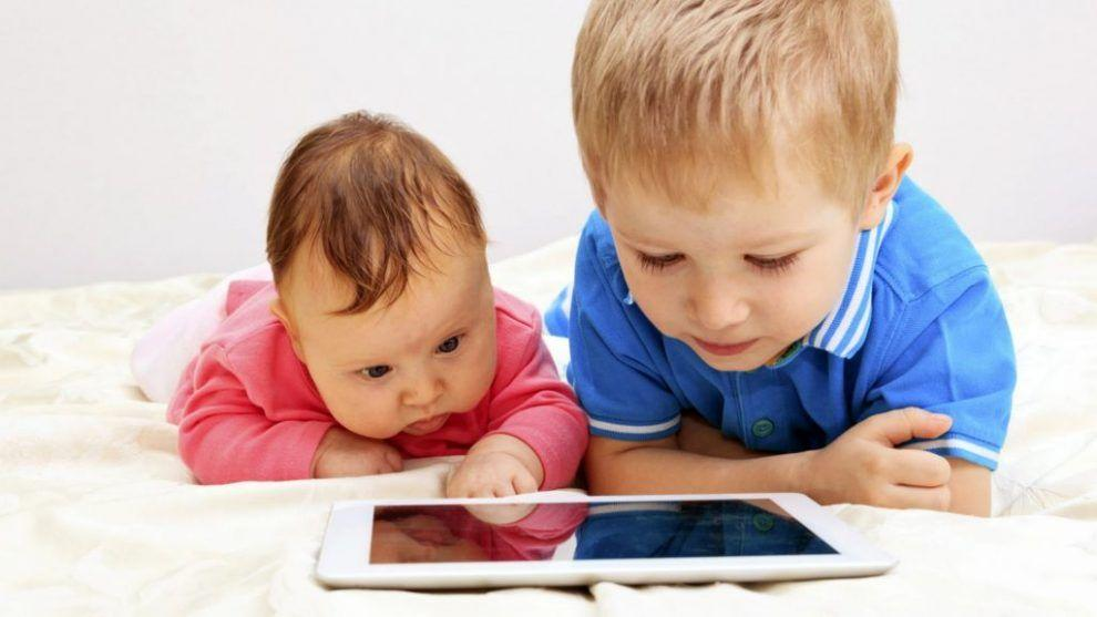 Cero pantallas hasta dos años y máximo 1 hora para niños entre 3 y 4 años, recomienda la OMS