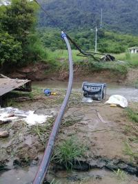 Descargas de aguas negras  en el río Chico