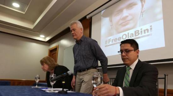 Defensa del informático Ola Bini exige a Ecuador detalles precisos de delito