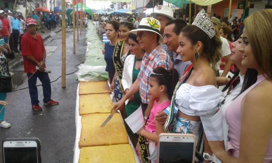 Paján: Torta de choclo más grande del mundo midió 94 metros