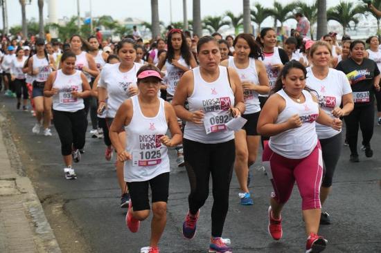 En Manta 1.600 mujeres corrieron La Diosa Umiña