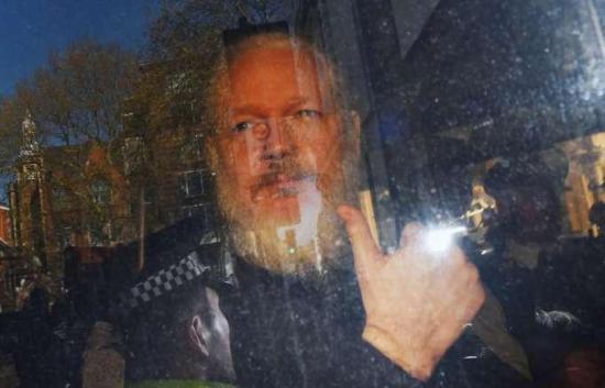 Assange denuncia a diplomáticos de Ecuador que lo vigilaban por espionaje