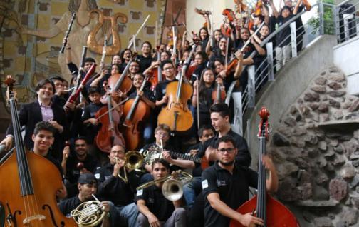 Orquesta de joven ecuatoriano gana premio en festival europeo de música
