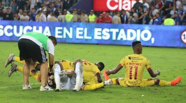 Barcelona presentará queja por presunta agresión de pasabolas contra Banguera tras el clásico