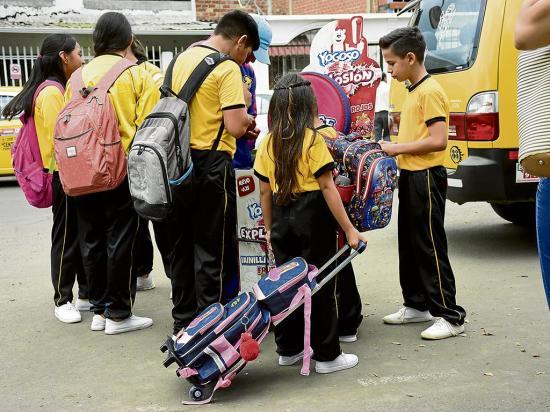 Sobrepeso en mochilas puede causar escoliosis