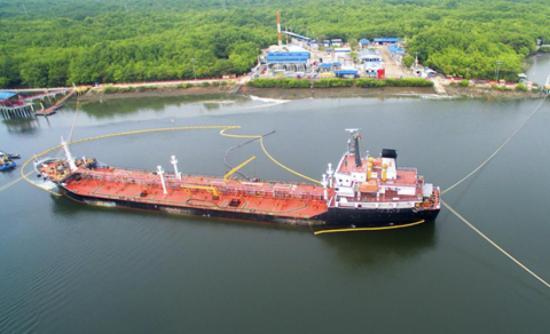 Ecuador invita a 41 firmas para importar 2,25 millones barriles de diésel oil