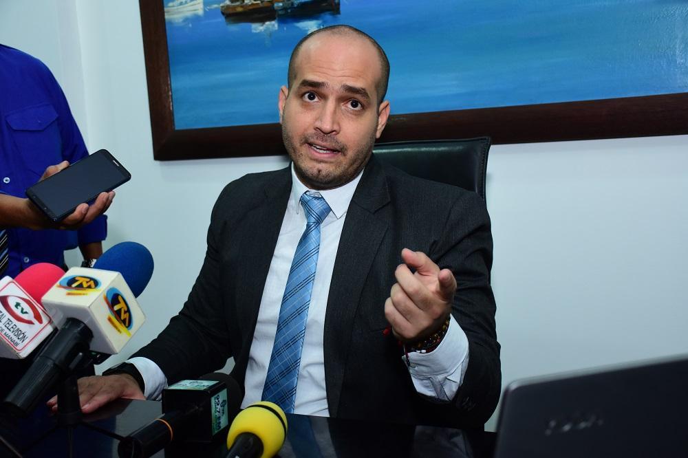 Agustín Intriago se posesiona como el nuevo alcalde de Manta