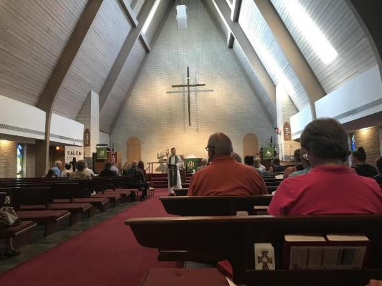 Pastor se declara mujer trans frente a sus feligreses