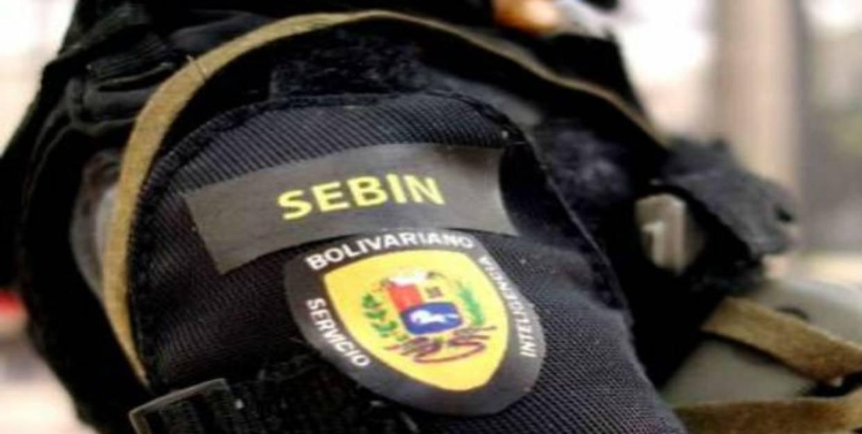 Denuncian arresto de 4 periodistas cerca a casa de comisario preso en Caracas