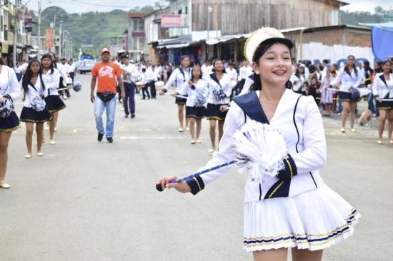 475 estudiantes desfilaron ayer en San Isidro