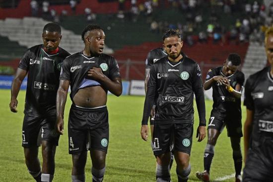 Liga de Portoviejo y Atlético Santo Domingo empatan sin goles en el Reales Tamarindos