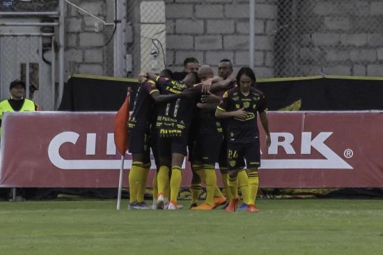 Barcelona, el nuevo puntero del torneo tras vencer por 3-0 a Técnico Universitario en Ambato