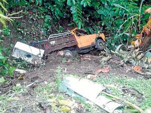 Camioneta cayó a un abismo