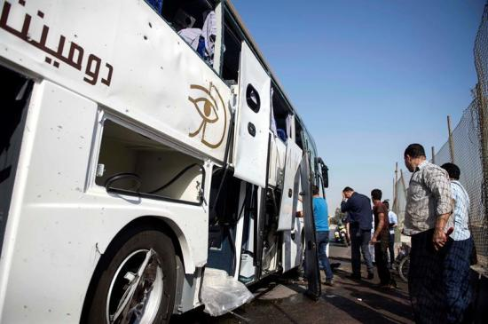 Varios heridos leves tras explosión junto a autobús de turistas en Egipto