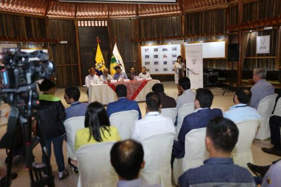 Ecuador presenta política minera más ambiental y severa contra minería ilegal