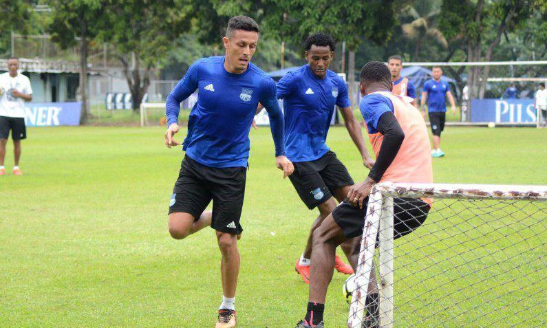 Emelec entrenará en Colombia y espera fichar a dos refuerzos goleadores