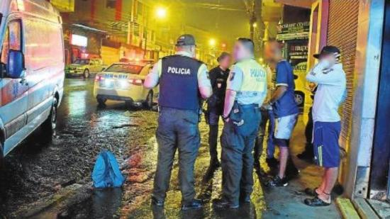 Joven venezolano evita que una mujer sea asaltada
