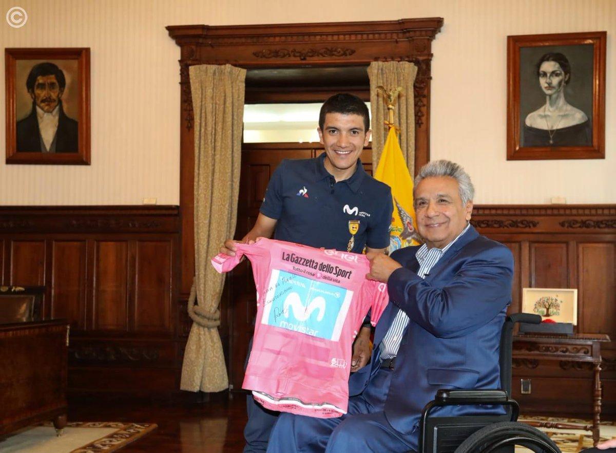 Carapaz ofrece su ''maglia rosa'' al pueblo ecuatoriano