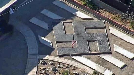 Polémica en EE.UU. por la construcción de una esvástica gigante en un jardín