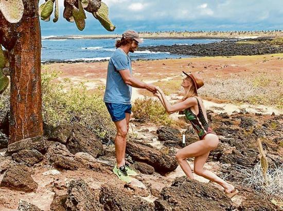 Puyol da el sí en Galápagos