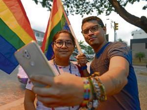 Ordenan registrar dos matrimonios igualitarios en Ecuador