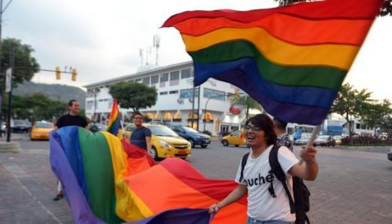 Comunidad LGTBI critica rechazo de Iglesia a matrimonio homosexual en Ecuador