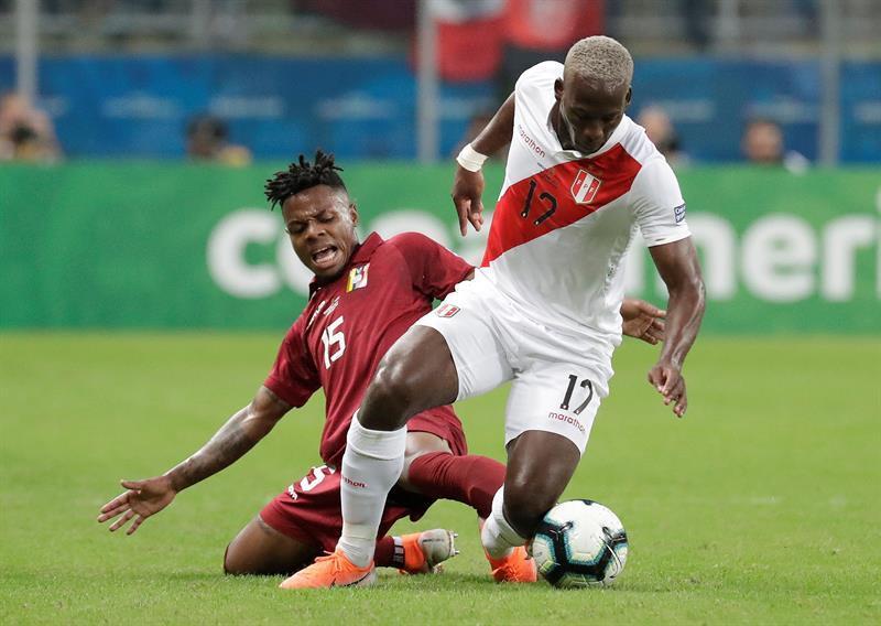 Venezuela y Perú empatan sin goles en su debut copero