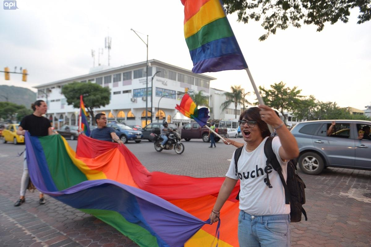 Ecuador: Matrimonio civil igualitario debe esperar hasta el registro oficial