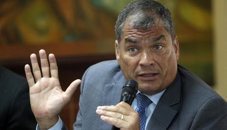 'Assange será extraditado y su vida será muy complicada', dice Rafael Correa