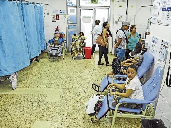 En el hospital Rafael Rodríguez no hay cama para tanta gente