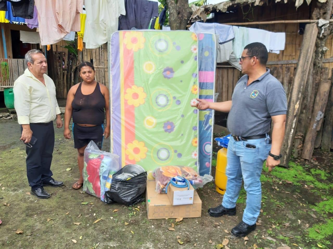 Familias reciben ayuda humanitaria