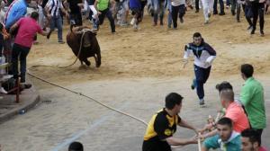 Muere de una cornada un operario de la plaza de Benavente, en España