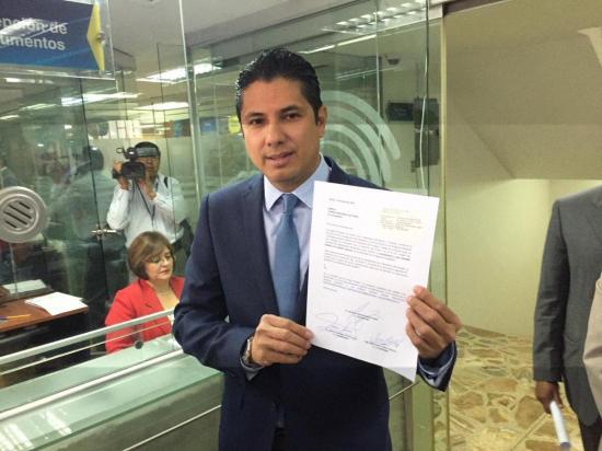 Fernando Balda impulsa un referendo contra el matrimonio homosexual en Ecuador