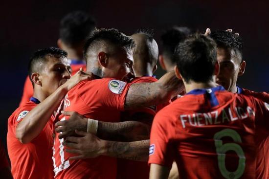 Chile vence 4-0 a Japón con goles de Pulgar, Vargas y Sánchez