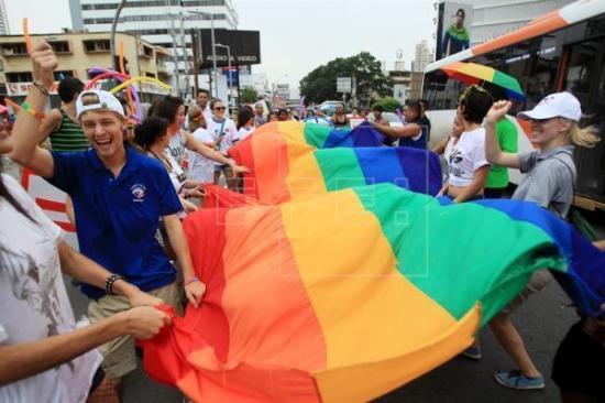 Fiscalía admite a trámite queja de grupos LGBT contra el Estado de Ecuador