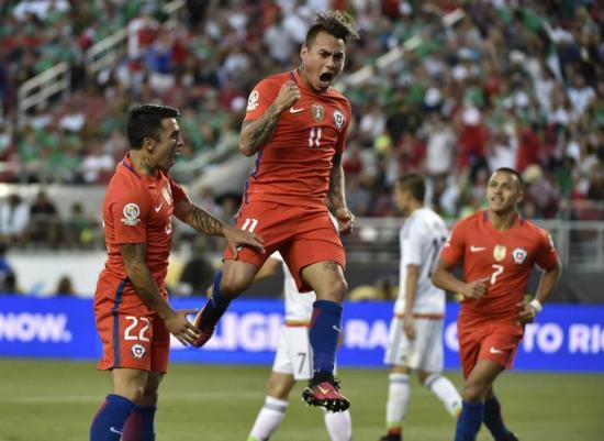 Eduardo Vargas bate récords en Chile y se acerca a los goleadores Méndez y Zizinho
