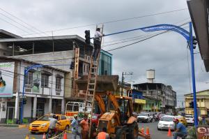 Instalan nuevos semáforos en avenidas