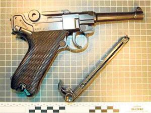 Prisión por atracar tres veces el mismo lugar con pistola falsa