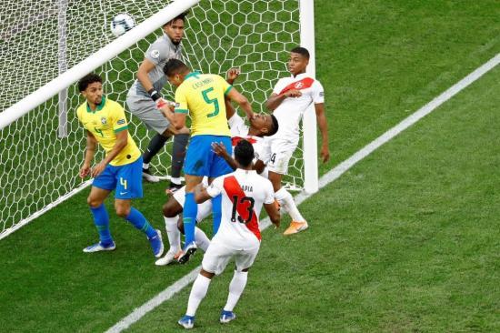 Brasil vence a Perú 5-0 en la Copa América