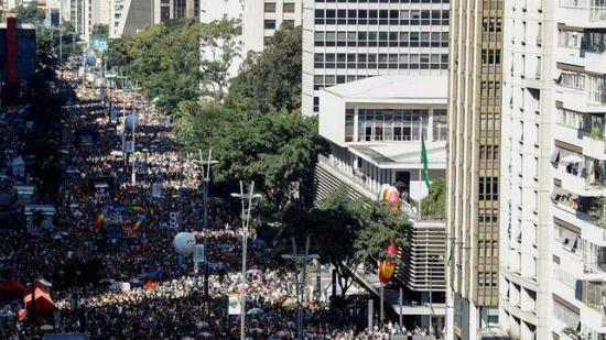 Un multitudinario Orgullo LGBT de Sao Paulo aúna fuerzas contra Bolsonaro