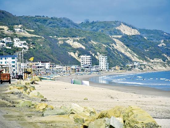 La crisis aleja  a los turistas  de las playas