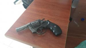 Andaba armado con un revólver