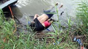 Foto de padre e hija ahogados refleja desesperación de migrantes, dice autor