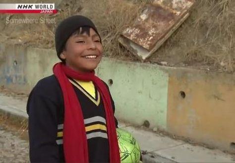 Niño que conmovió en redes sociales será imagen de un plan deportivo en Bolivia